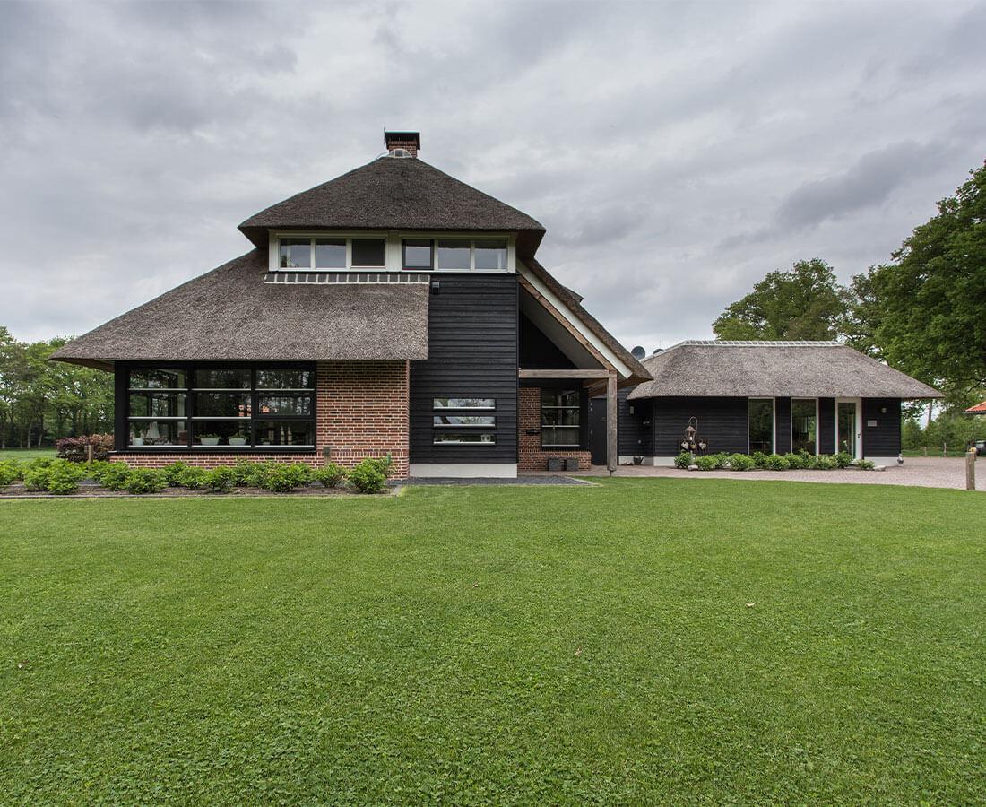 Landelijke rietgedekte villa Dalfsen